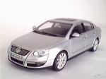 819901136  Volkswagen Passat  (zilver) 1:43
