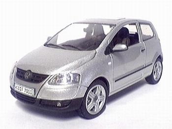 819901104  Volkswagen Fox (zilver)