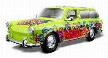 32303GR  Volkswagen 1600 Squareback (groen)