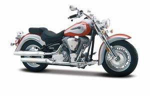 352  Yamaha Road Star (rood)