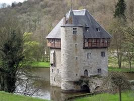 AE1053  Donjon De Crupet castle