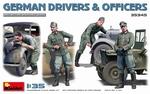 MA35345  Duitse chauffeurs en officieren