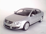 819901136  Volkswagen Passat  (zilver)
